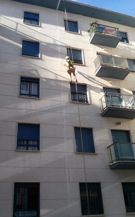 Trabajos verticales. Pintura de edificios. Impermeabilizaciones